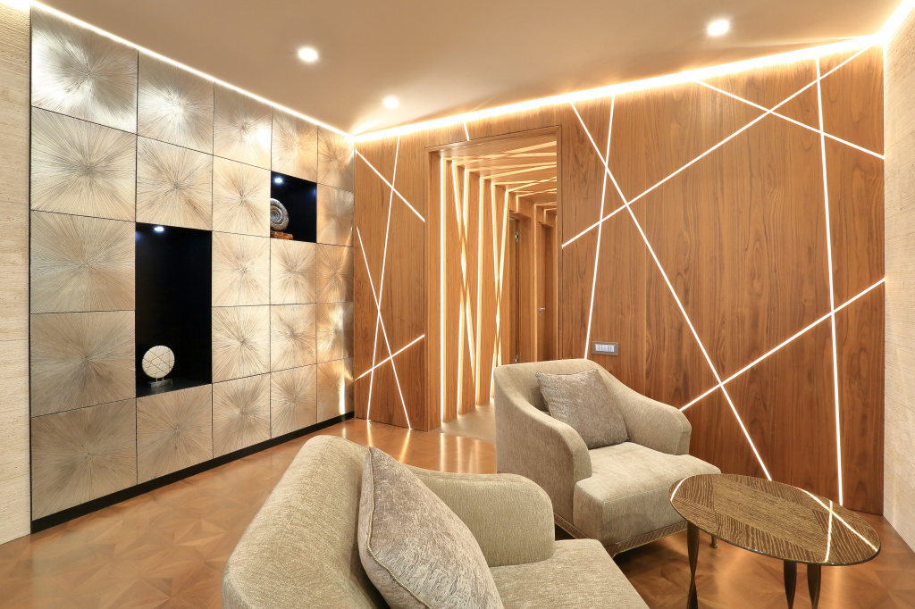 Living room with decor in the form of wooden panels with built-in lighting, the company