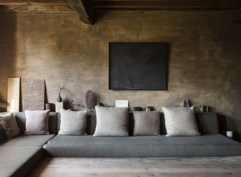 If the interior has a Far Eastern flavor, you can use the arrangement of furniture along the walls.  Source: saint-frison-textiles.fr