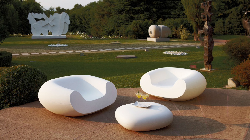 The minimalistic ottoman Chubby Low was made for Slide Design by Marcel Wanders.  Source: slidedesign.it