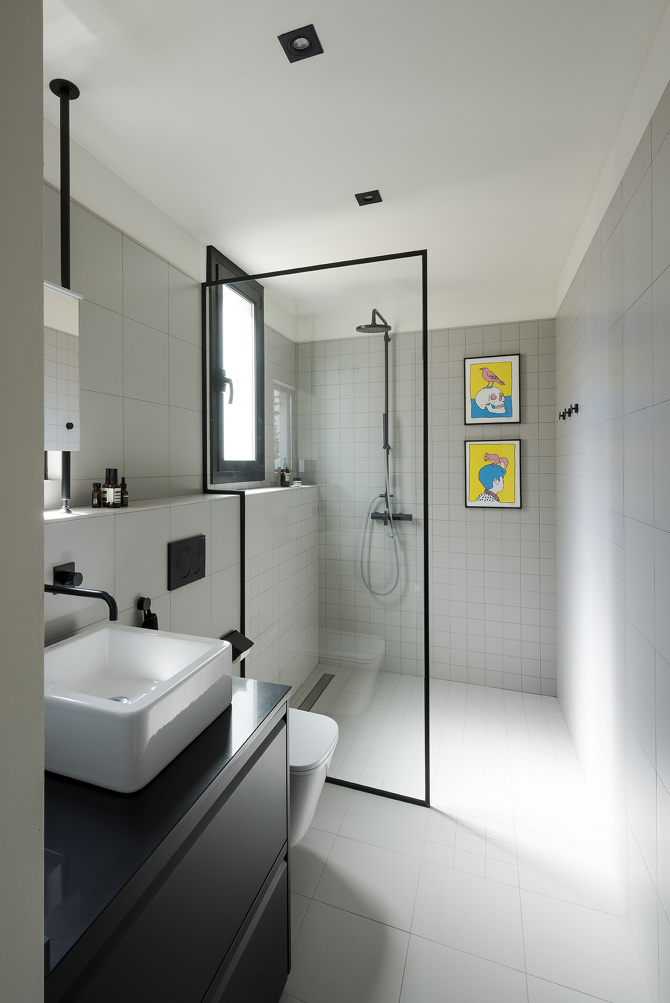 Bathroom from the Sant Antoni Apartment project in Barcelona by Colombo & Serboli Architecture.  Photo: colomboserboli.com