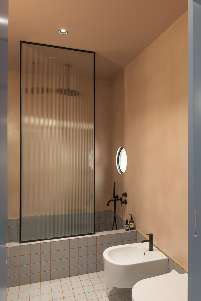 Bathroom from the Font 6 Apartment project by Colombo & Serboli Architecture.  Photo: colomboserboli.com